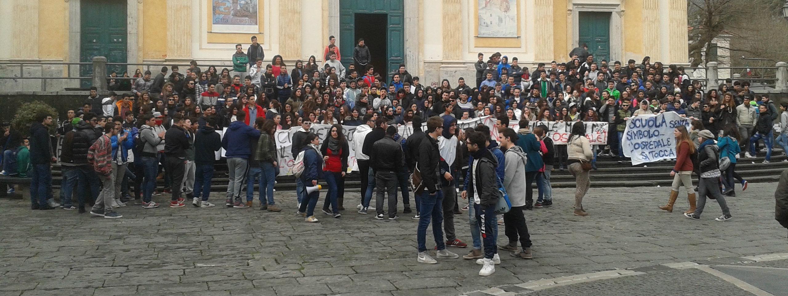 Manifestazione studentesca per l'ospedale