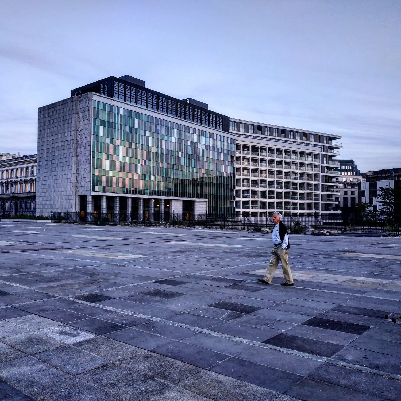 Volontariato come lavoro ibrido: a Bruxelles un'analisi su limiti e sviluppi