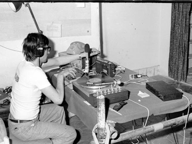È morto Luciano Capelli, storica voce di Radio Alice: il ricordo di Carlo Rovelli